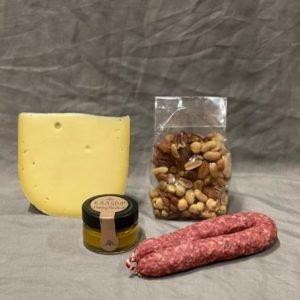 geschenk met kaas noot worst dip