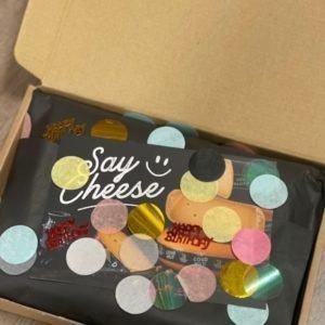 brievenbuskaas borrelbox feestelijk verpakt