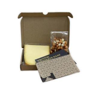brievenbuskaas borrelbox kaas en borrelnootjes
