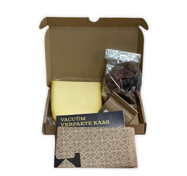 theedoos brievenbus kaas en thee met chocolade pindarots